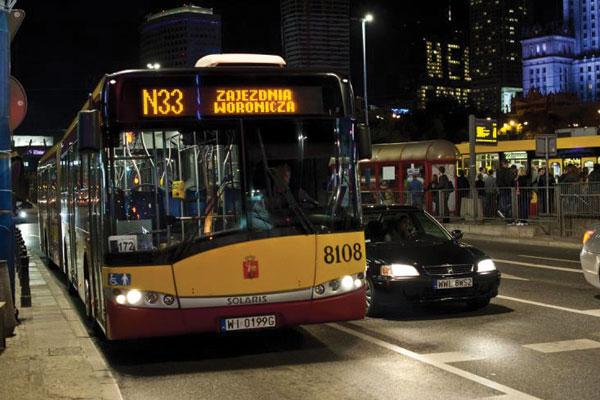 Bus Nocturno en Varsovia