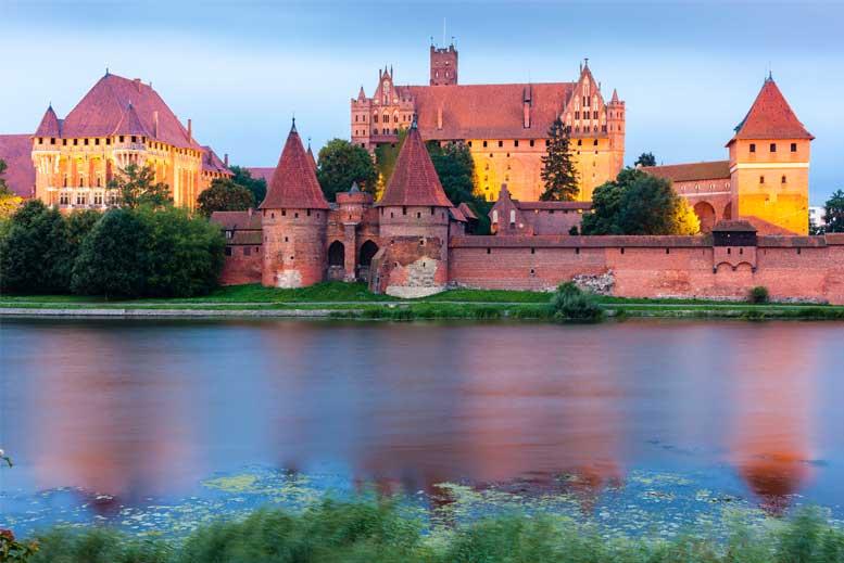 Castillo de Malbork en la noche - Tour Castillo de Malbork en español con guía privado