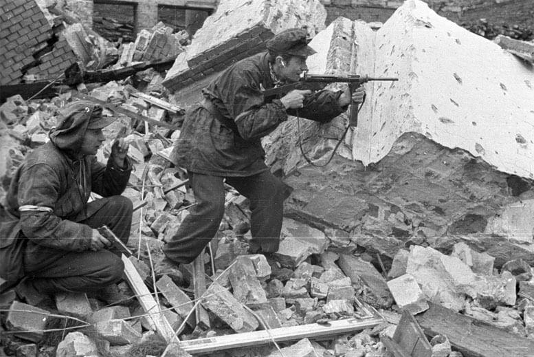 Combatientes del Levantamiento de Varsovia - Tour Museo del Levantamiento de Varsovia en español