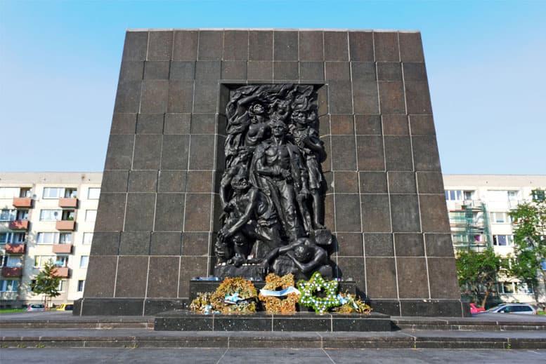 Monumento Levantamiento del Gueto de Varsovia - Tour Varsovia Judía en español con guía privado