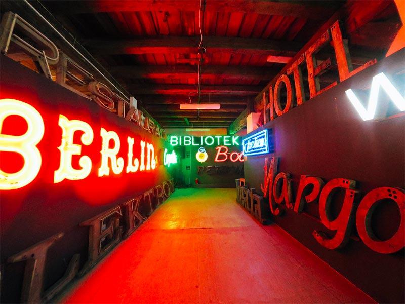 Museo del Neon en el distrito de Praga en Varsovia